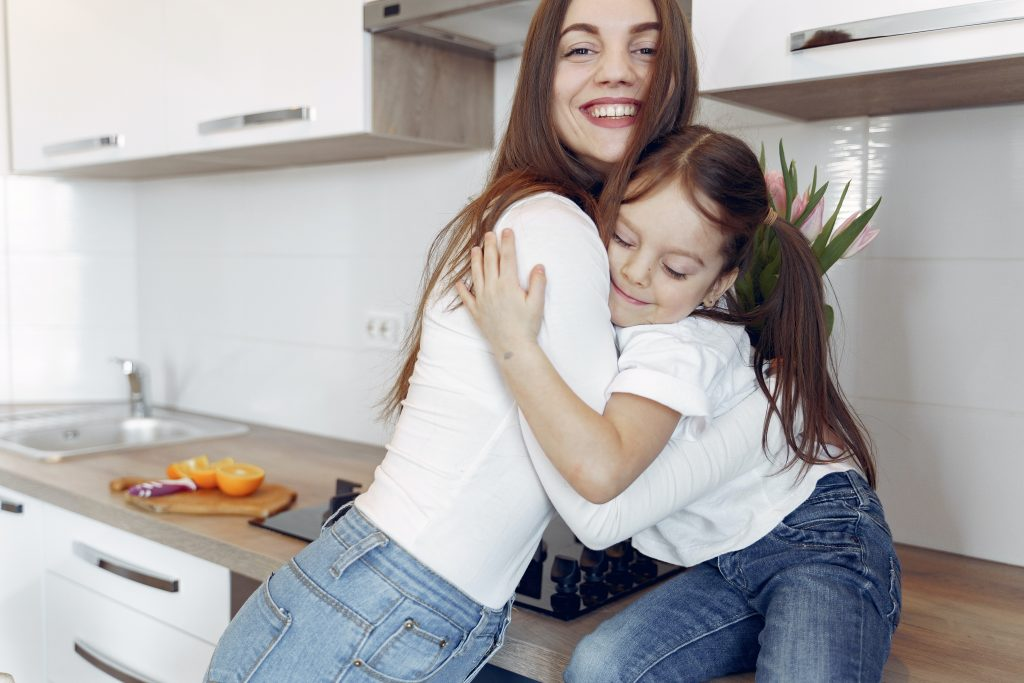 mamma e figlia felici