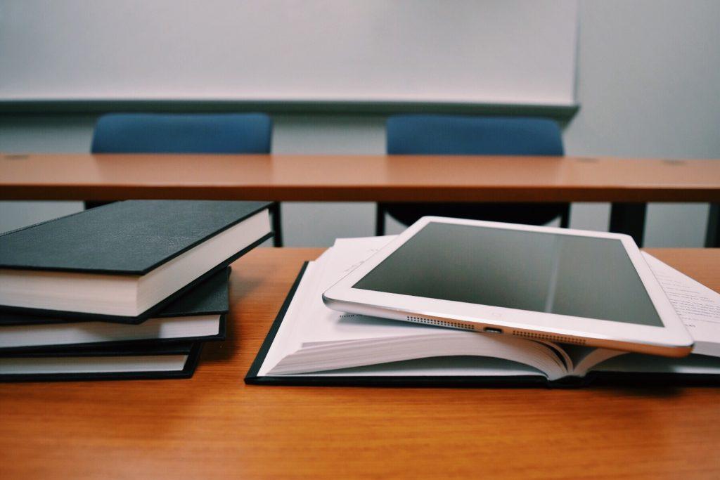 classe vuota in attesa degli esami di maturità 2020